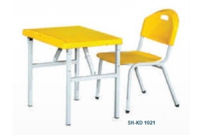 Kids Desk & Chairs